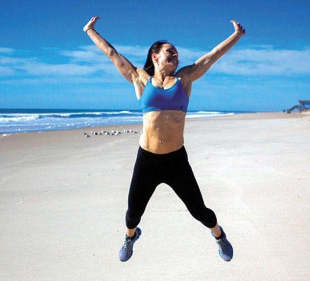 Мама двоих детей похудела на 20 кг и приобрела потрясающую форму, занимаясь спортом пока её дети спали