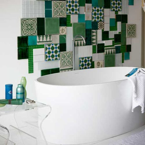 7 материалов для отделки ванной комнаты: от плитки до обоев