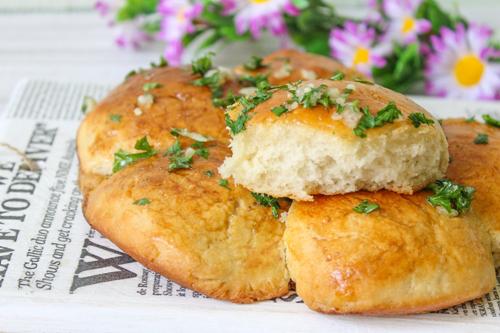 Пампушки с чесноком — лучшая подача к борщу или супу!