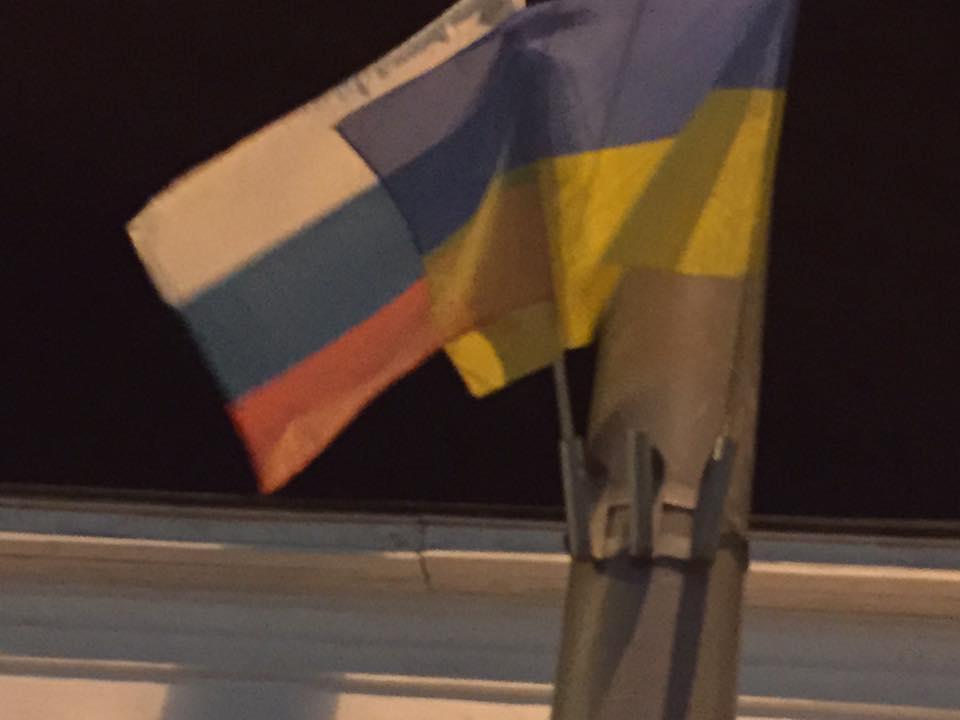 Диверсия: В центре Киева развесили флаги России