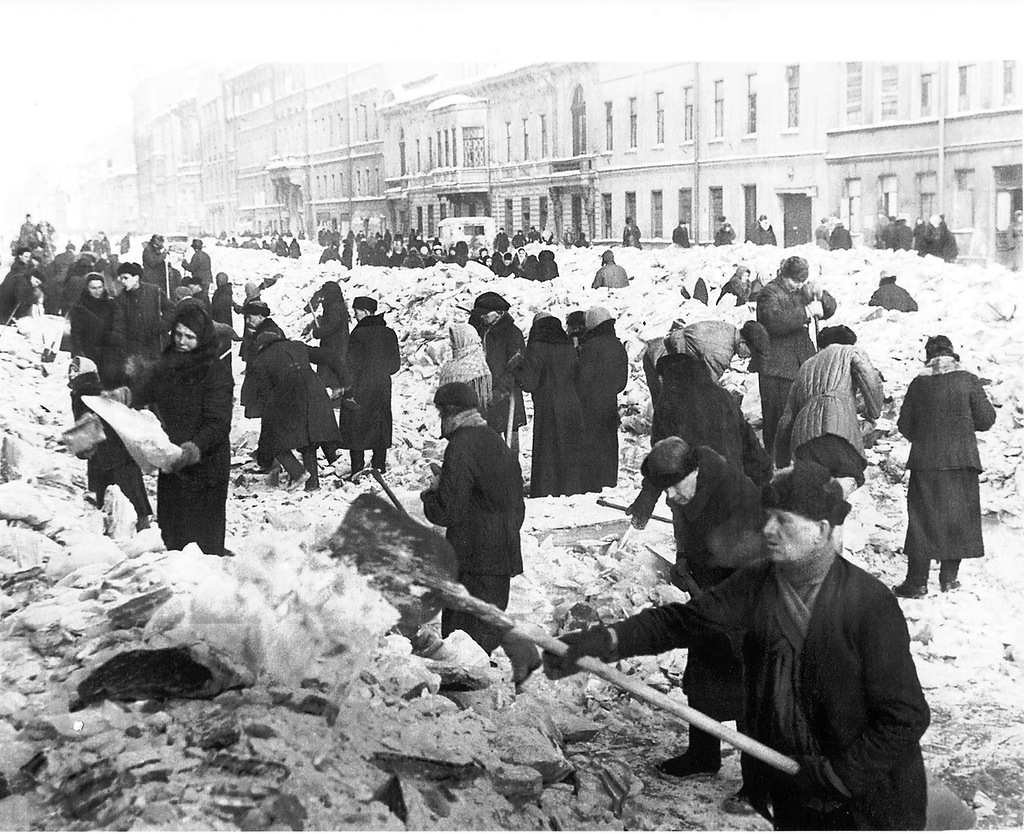 leningrad cemetery winter of 1941 analysis Leningrad 1941 - 42: the harsh winter of 1941-42  and in this spare, searing analysis of his home city's greatest disaster.