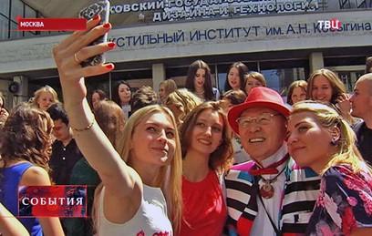 Молодые дизайнеры организовали в Москве выставку своих работ
