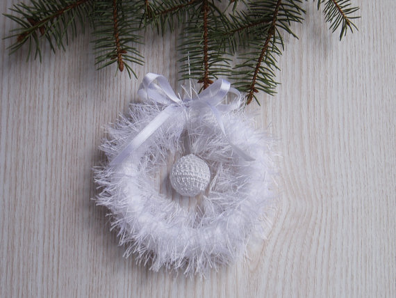Crochet White Christmas Wreath Home Decor FREE SHIPPING, Wedding Wreath, OOAK Handmade Holidays Decoration