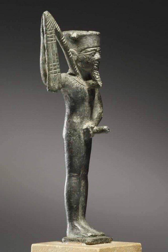Упс, на самом деле рука у него есть – просто она занята очень серьезным и важным делом – мастурбирует. Оплодотворяет все и вся. древний египет, интересно, история