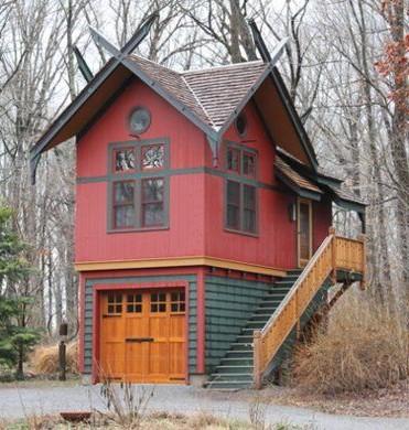 Маленький дачный домик с гаражом