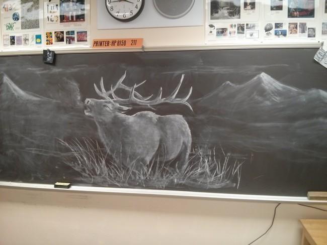 3. Каждый день школьников в классе рисования ждет новый рисунок на доске. подборка, учитель, юмор