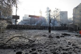 Если Янукович, под нажимом революции, отрекается от власти