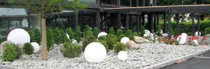 Декоративные шары из цемента для сада. Идеи и мастер-класс (35) (700x231, 56Kb)