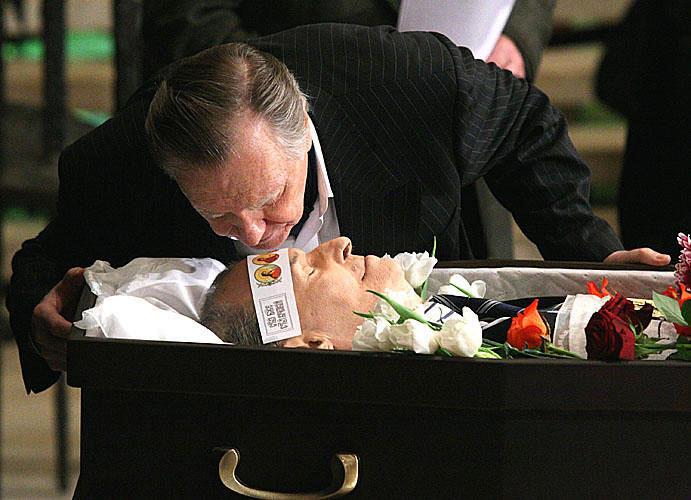 Кто бвл на похоронах анатолия отраднова