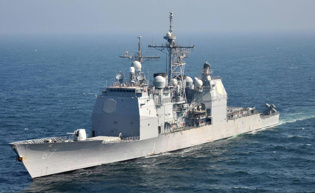 Тикондерога Длина: 173 мСтрана: СШАГод спуска на воду: 1980Тип: ракетный крейсер Опаснейший противник в любом морском сражении. Ракетные крейсеры класса «Тинкондерога» вооружены парой пусковых установок вертикального пуска, в каждой из которых по 61 ракетной ячейке. Такие суда могут вести бой даже при восьмибалльном волнении, они маневренны, быстры и могут стать настоящей головной болью для крупных авианесущих групп противника.