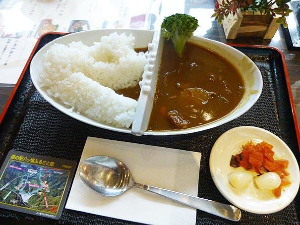 Оригинальное оформление блюда карри в Японии