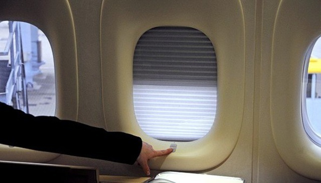Почему при взлёте  и посадке требуют поднимать шторки иллюминаторов в самолёте