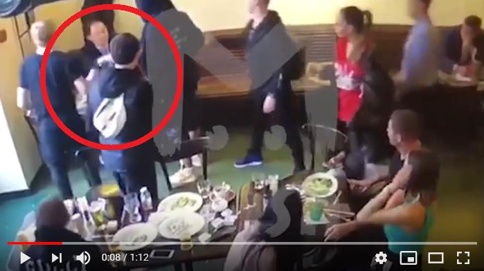 Камера сняла нападение Мамаева и Кокорина на чиновника в московском кафе