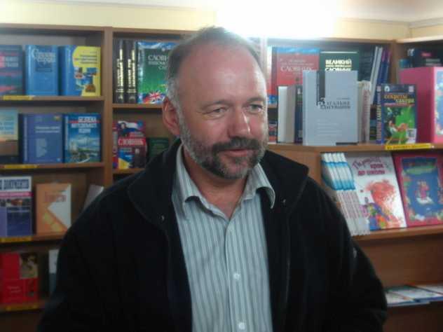 Андрей Курков требует отделить русский язык от России