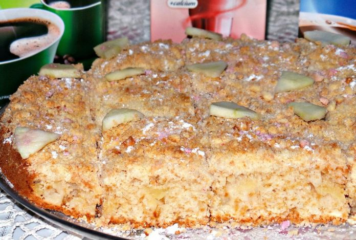 Сын просит приготовить его любимый пирог с яблоками с хрустящей сладкой корочкой сверху