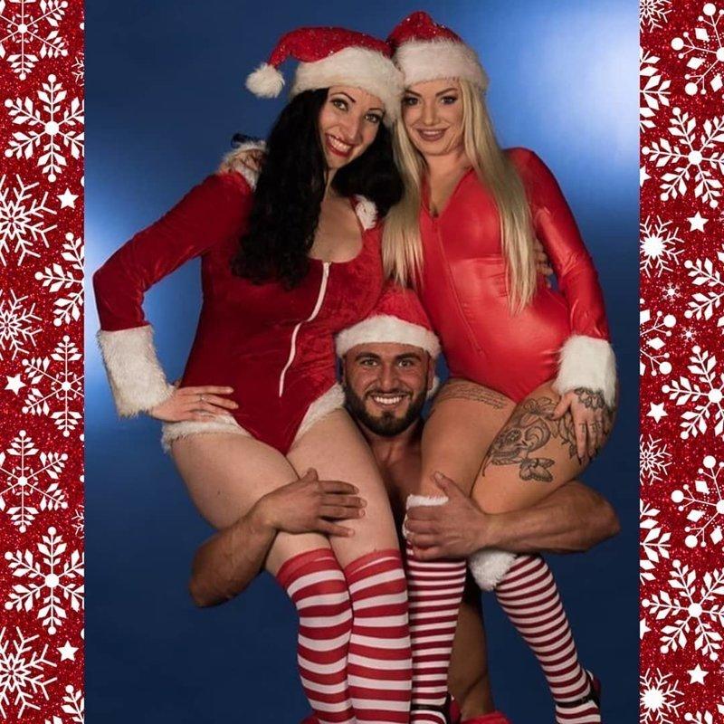 Много силы и выносливости девушки, красотки, наступающий новый год, пожелания, снегурочки, юмор