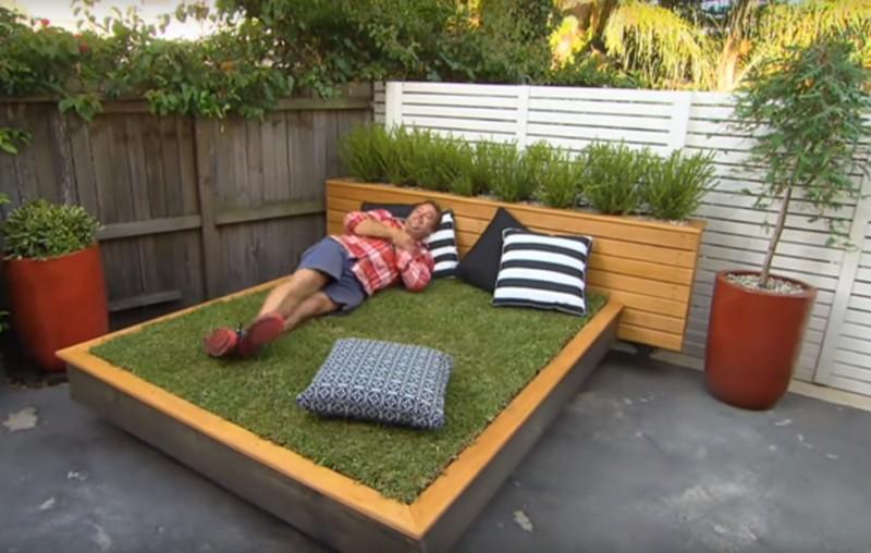 То, что выглядит как обычная двухспальная кровать, в два счета превращается в нечто неожиданное!