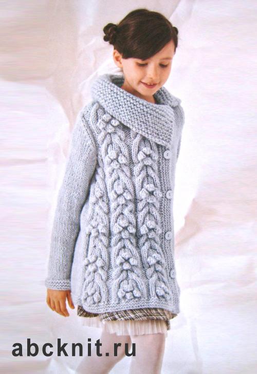 Серое вязаное пальто для девочки