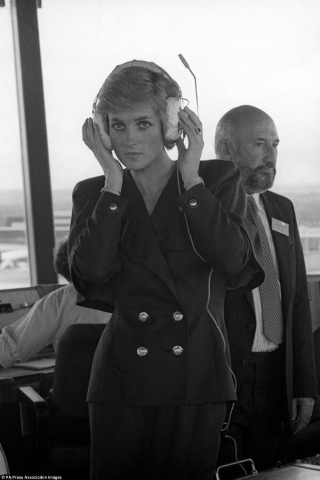 От принцессы Дианы до Папы Римского: исторические фотографии знаменитостей в лондонском Аэропорту Гатвик