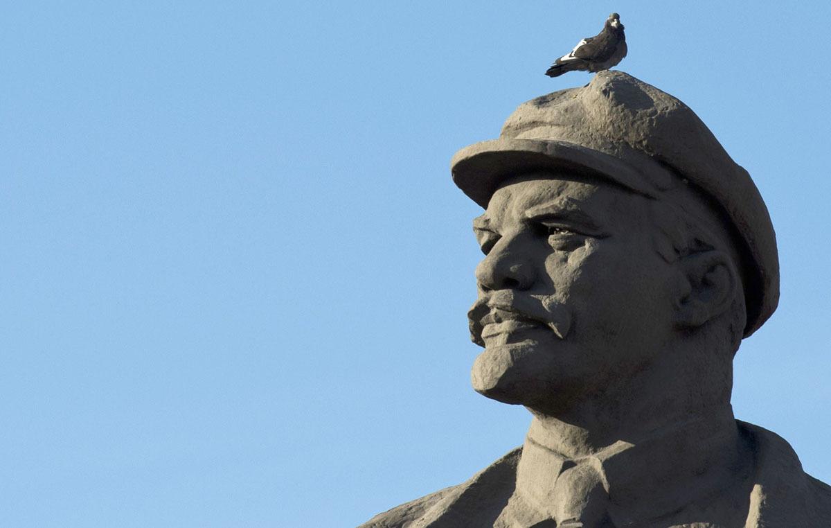 Памятники Ленину долой