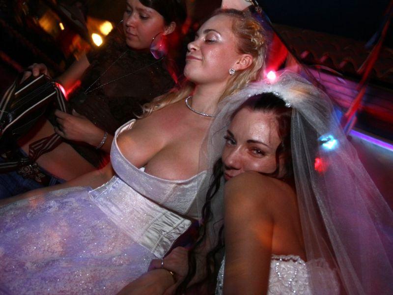 засветы голых невест фото