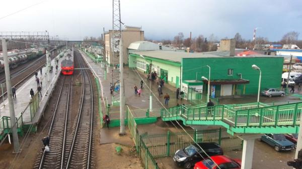 ВПодмосковье жители разгромили железнодорожную станцию