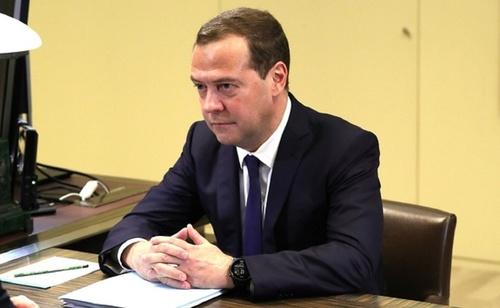 Медведев: от качества дорог зависит безопасность РФ