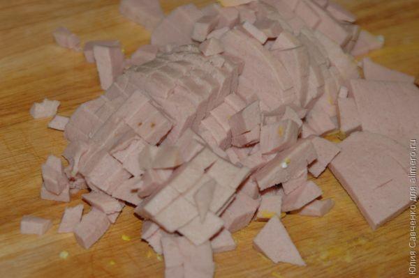 Блинчики с начинкой из колбасы и риса
