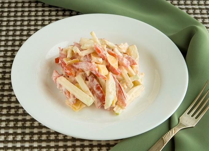Салат «Наргиз». Салат с помидором и кислым яблоком Наргиз
