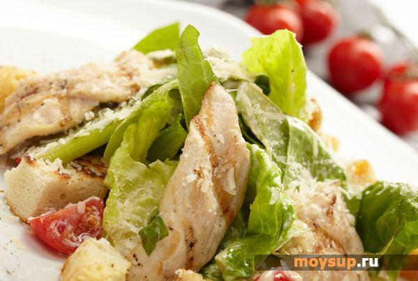 История создания и оригинальный рецепт салата «Цезарь» с грудкой курицы и вустерским соусом