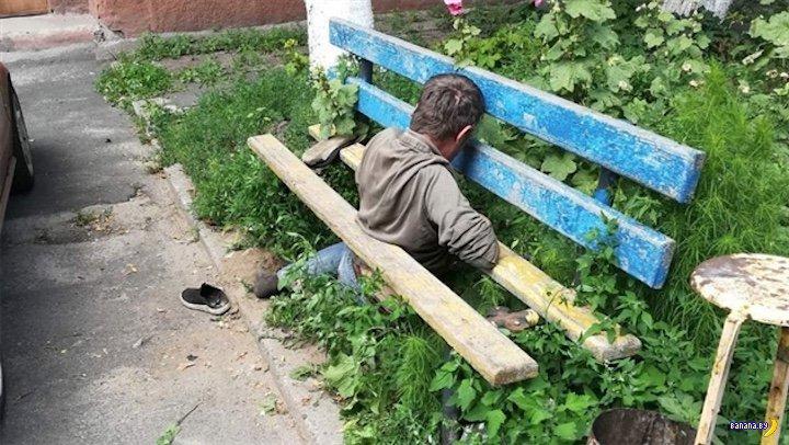 В Гомеле скамейка пыталась с…