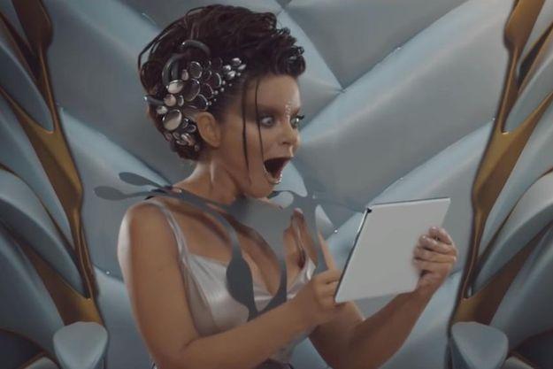 На Наташе Королевой лопнуло платье на съемках клипа