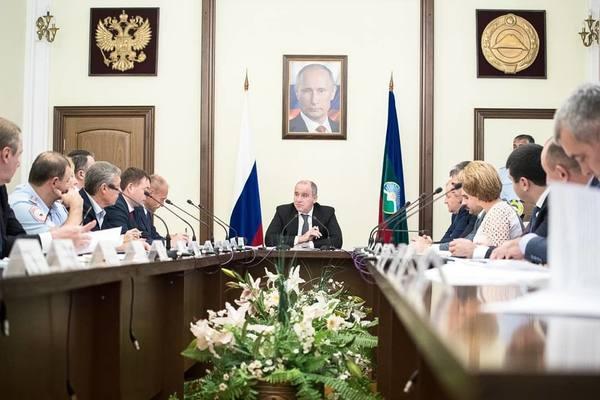 Глава КЧР провел заседание антинаркотической комиссии республики, в рамках которой было обозначено снижение числа наркозависимых в регионе