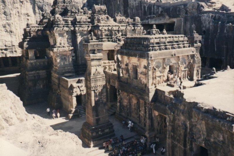 Восьмое чудо света: древний индуистский храм, высеченный в скале