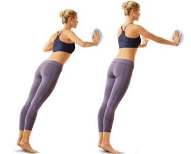 Упражнения для груди - давим на стену