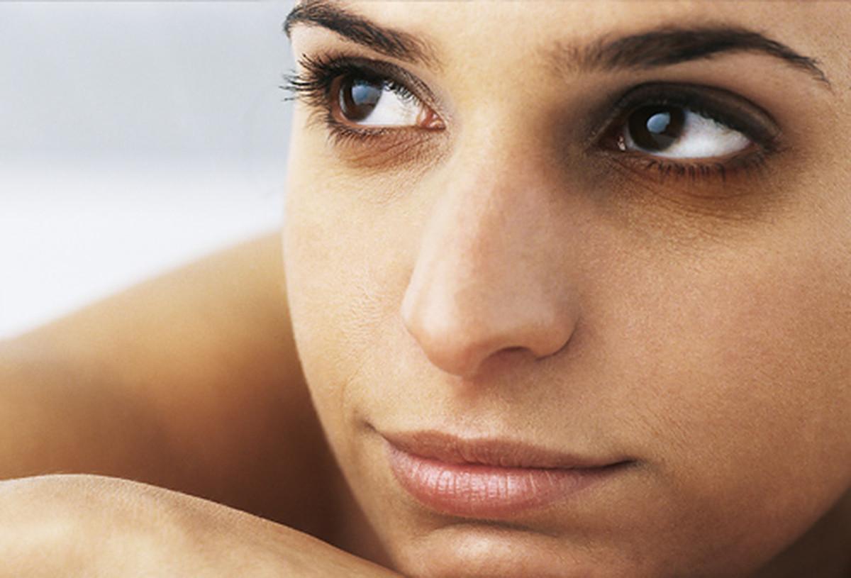 Изменение цвета белков глаз, синяки и темные круги под глазами болезнь, организм