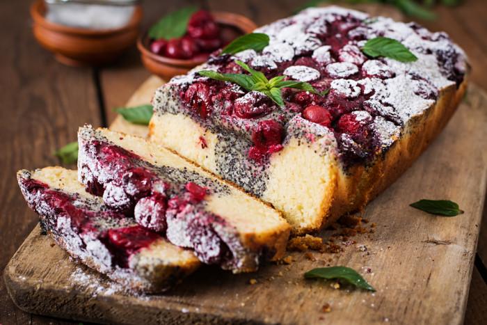 Кекс с маком и вишней: простой и вкусный десерт