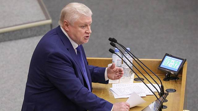 """""""Справедливая Россия"""" поддержала предложение лишить пенсионных льгот депутатов и сенаторов"""