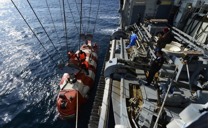 Кошмар ВМФ: Подлодки спасть некому и нечем