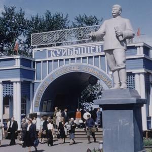 Сталин читает антисталинистов.