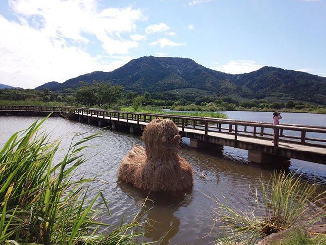 Потрясающие скульптуры из соломы на фестивале в Японии