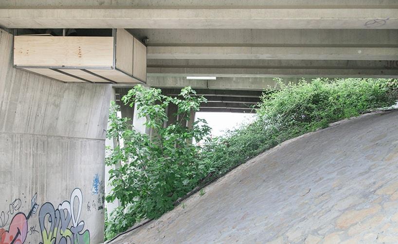 Талантливый дизайнер строит секретную студию под оживленным мостом