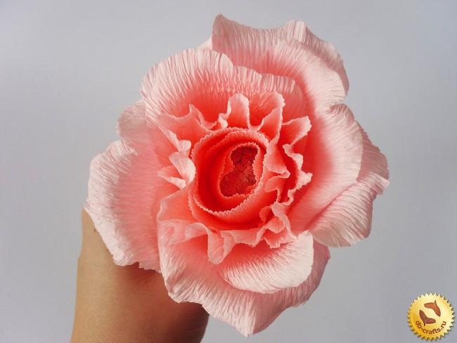 Вьющиеся цветы из гофрированной бумаги 145