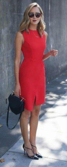 Красное платье: врезаться в память