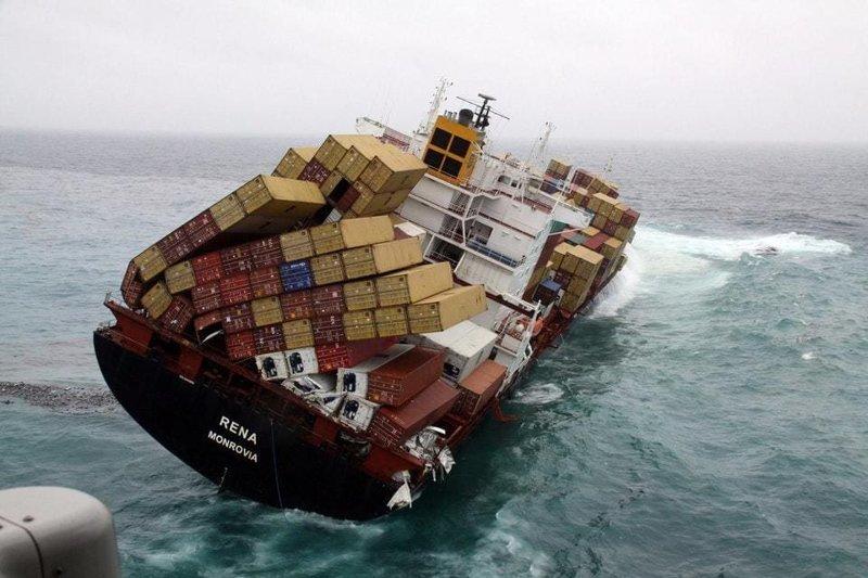10. Грузовой корабль, явно уверенный в своих силах в мире, высота, кадр, красота, люди, фото