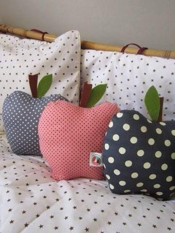 Декоративные подушки ЯБЛОЧКО