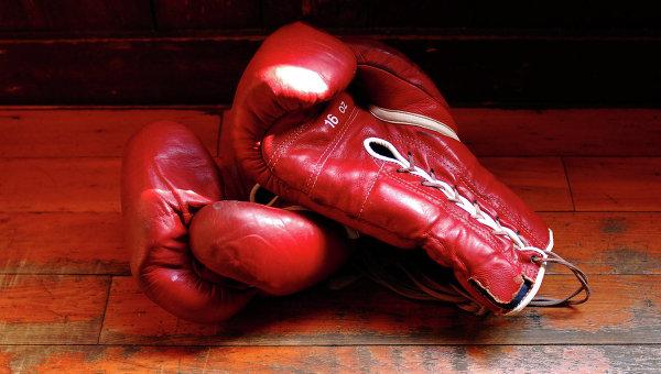 ВИДЕО: украинский боксер устроил демарш во время исполнения гимна РФ