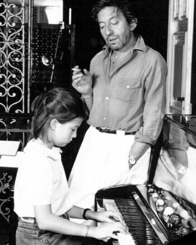 Дочь знаменитого отца, скандальный клип и стыд. Факты об актрисе Шарлотте Генсбур