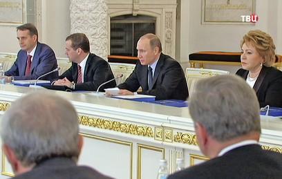 Путин призвал выполнять закон о зарплате педагогов, несмотря на трудности