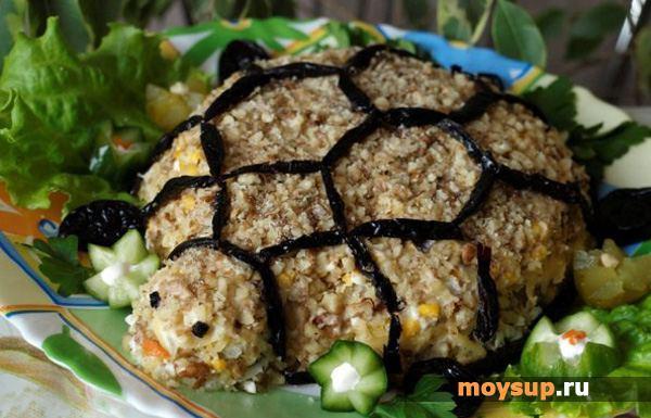Салат черепашка с курицей и грецкими орехами рецепт